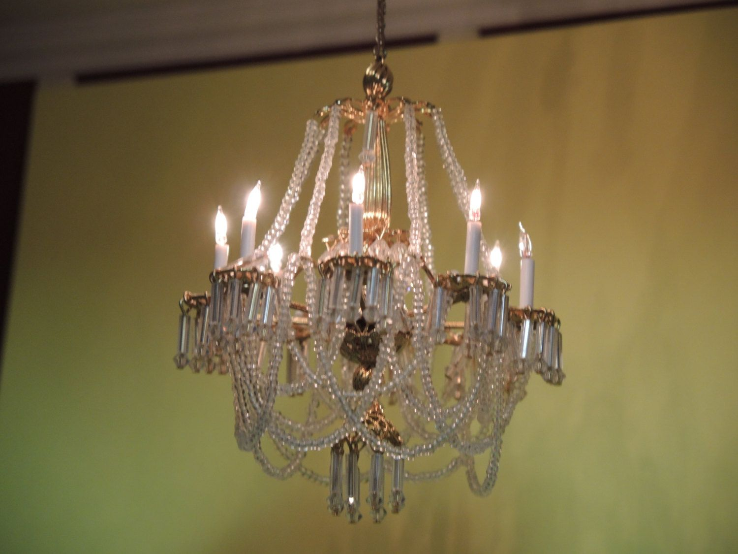 Dollhouse Crystal Chandelier Miniatures Dolls Miniatures Collectibles By Candytheartist On Etsy Crystal Chandelier Chandelier Miniatures