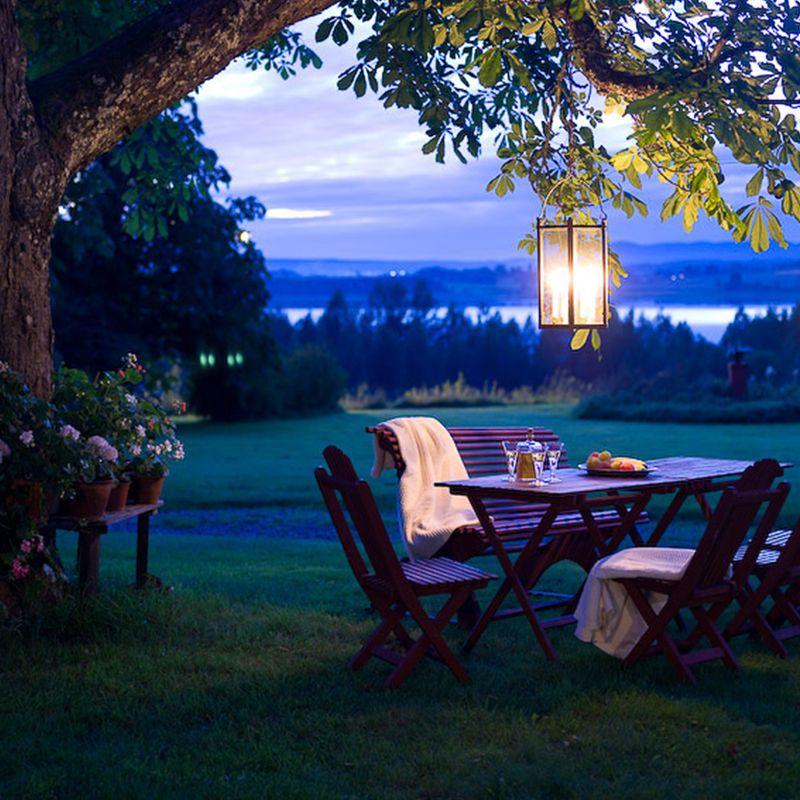 Wunderschöne alte Gartenmöbel in Schweden (Quelle: Gysinge