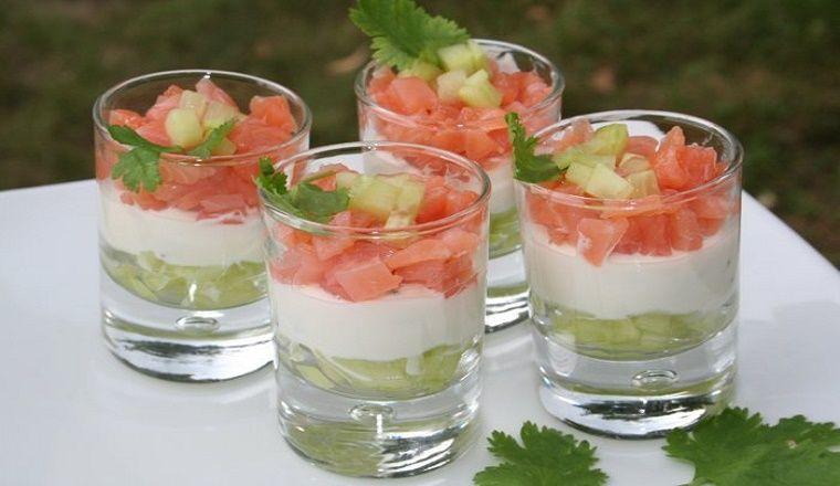 Ingrédients: -1 concombre -200g de crevettes décortiquées -200g de fromage blanc maigre -1 ...