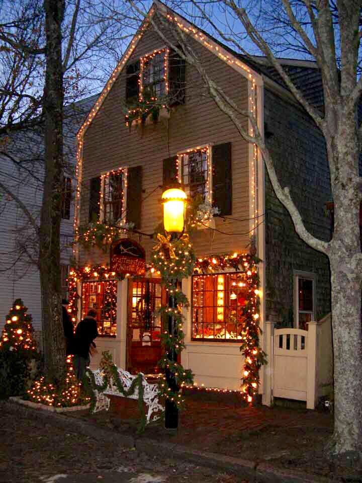 Colonial House Christmas Lights : colonial, house, christmas, lights, Nantucket, Colonial, Decked, Christmas, Lights,, Front, Porch, Decor,, Outdoor