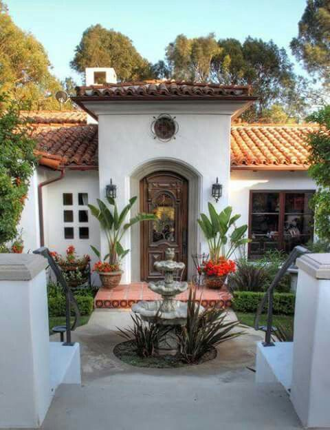 Entrada Y Fuente Spanish Style Homes Spanish House Spanish Style Home