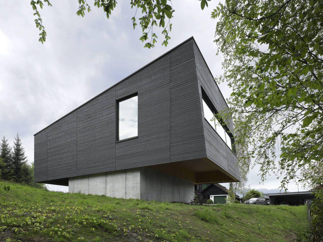 Extravaganz zeichnet den Entwurf des Hauses aus, das wir euch heute vorstellen. Es geht in die Schweiz, wo Diethelm & Spillman ein Haus auf 1100 Meter geplant haben.