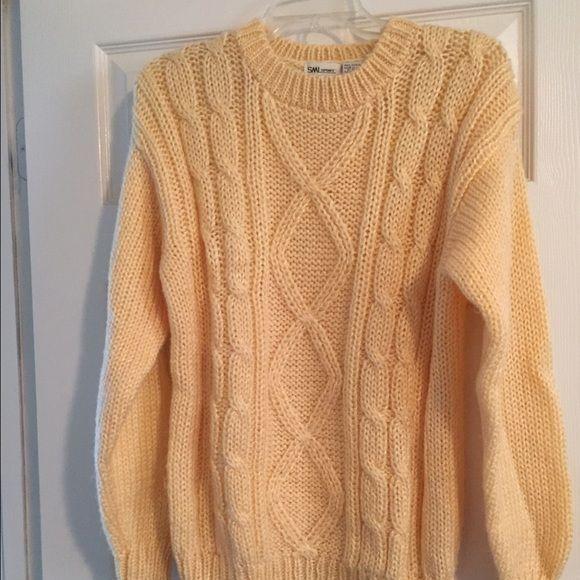 Soft Yellow Sweater M   Yellow sweater