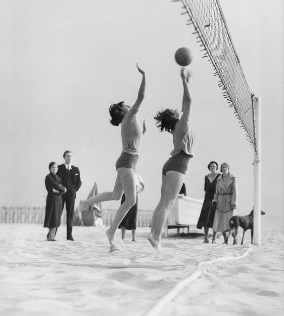 Girls Playing Volleyball At The Beach Pacific Palisades Santa Monica 1931 Volleyball Vintage Swim Vintage Beach