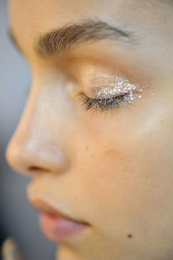 gold glitter eye shadow