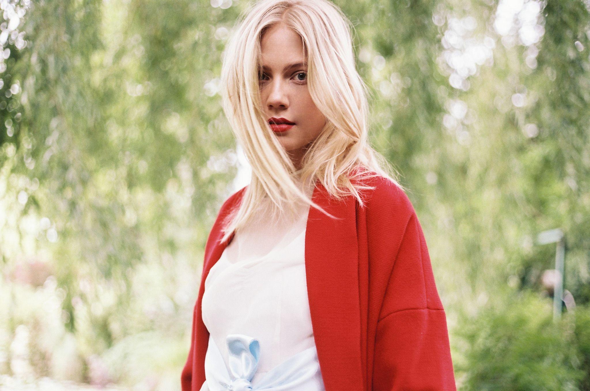 https://flic.kr/p/wyRUTj | Michaëla in Giverny | www.iciarjcarrasco.com/Giverny
