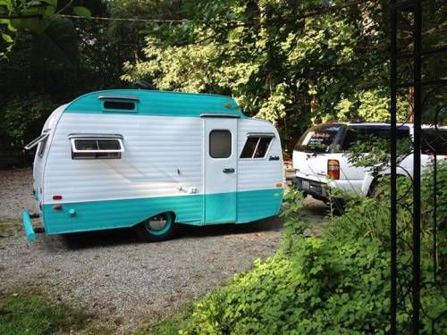 1967 Serro Scotty HiLander 4795 Vintage Trailer Turquoise And White