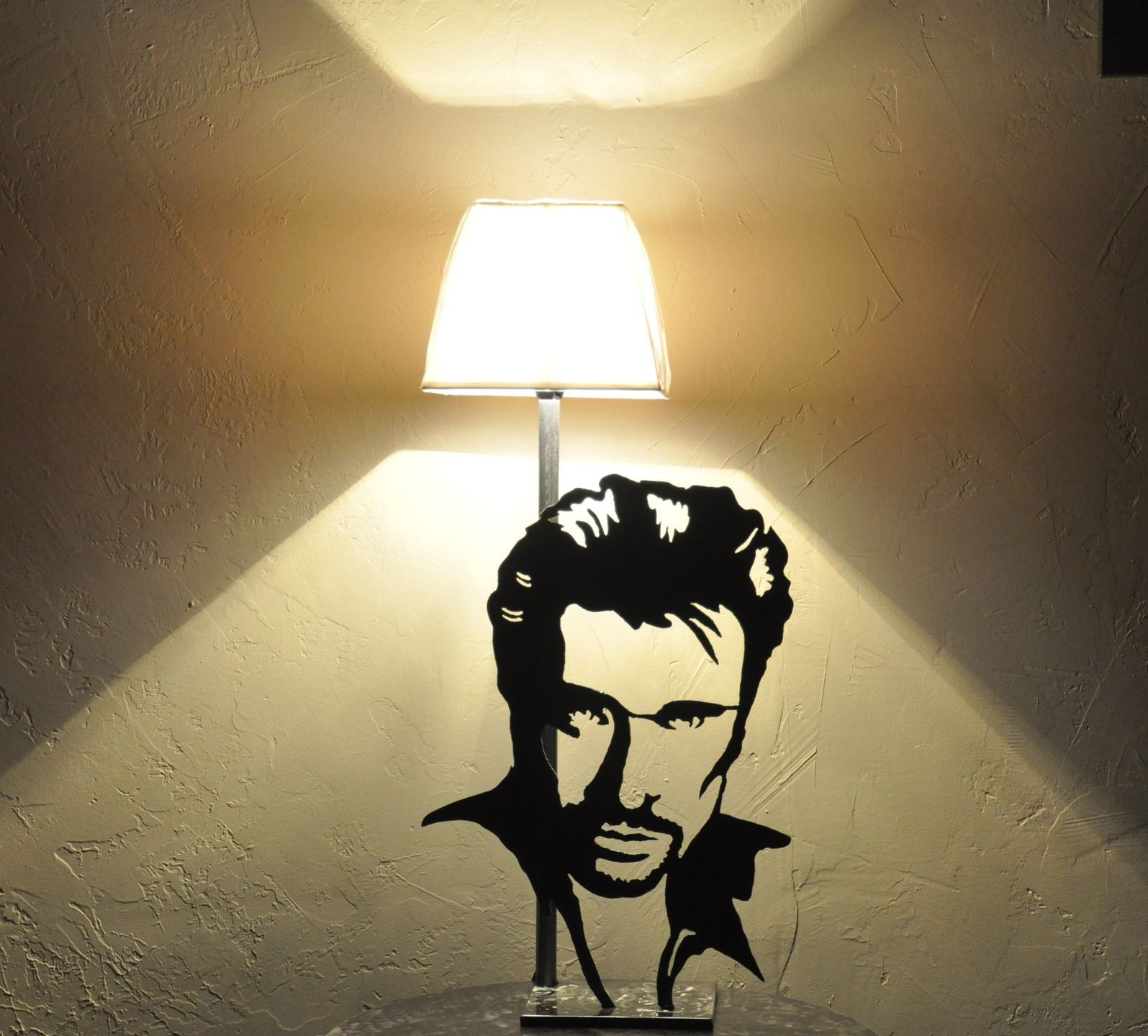 lampe silhouette johnny hallyday en m tal d coup. Black Bedroom Furniture Sets. Home Design Ideas