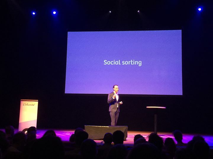 "Waarom verraden je apparaten hun data over jou aan ...? ""Social sorting"" @decorrespondent #ietsteverbergen"