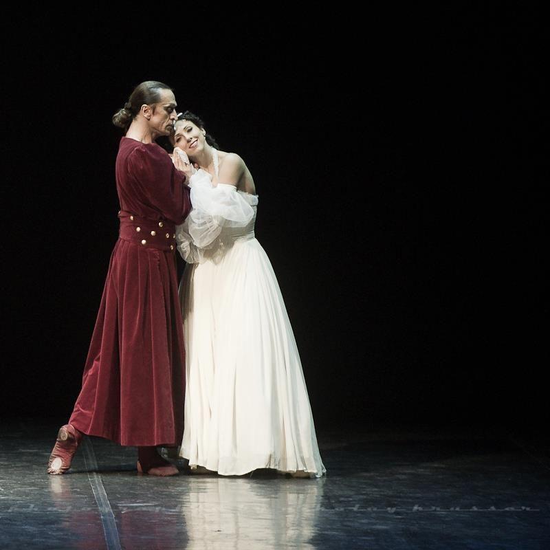Nikolai Krusser © — с Irina Perren в Mikhailovsky Theatre. https://www.facebook.com/nikolaikrusser/photos/a.326743534043082.103415.221945861189517/347077278676374/?type=1&theater