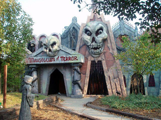 Six Flags Great America Fright Fest 07 Halloween Attractions Creepy Halloween Props Halloween Deco