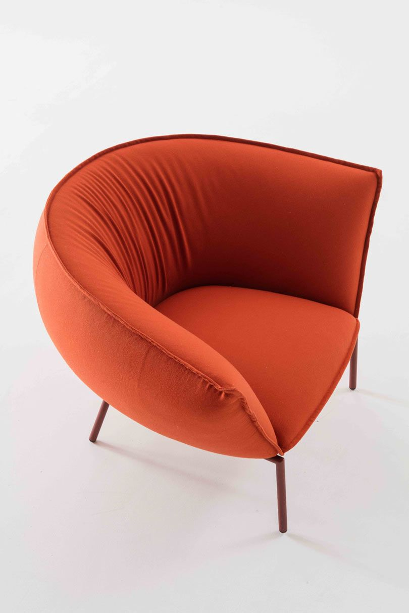 Kick Back and Let This Sofa and Lounge Chair Embrace You | Sillones ...