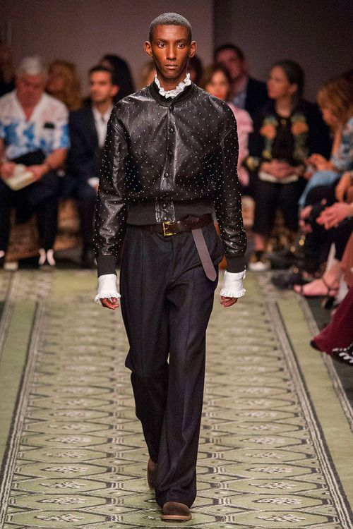 Burberry FW16. Runway.  menswear mnswr mens style mens fashion fashion style burberry runway