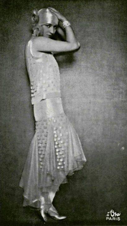 mlle yvette laurent 1928 robe par de beer 1925 30. Black Bedroom Furniture Sets. Home Design Ideas