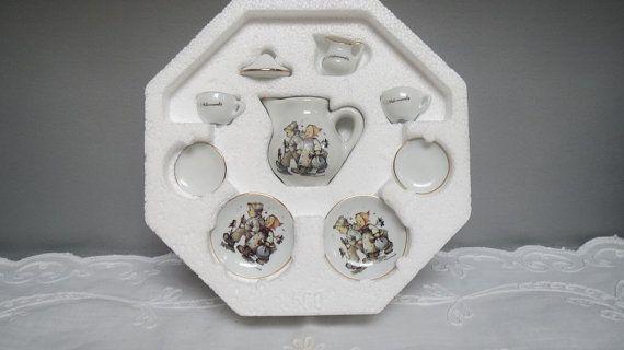 Vintage M.I. Hummel mini Collector Tea Set made in by karmolijntje, €24.00