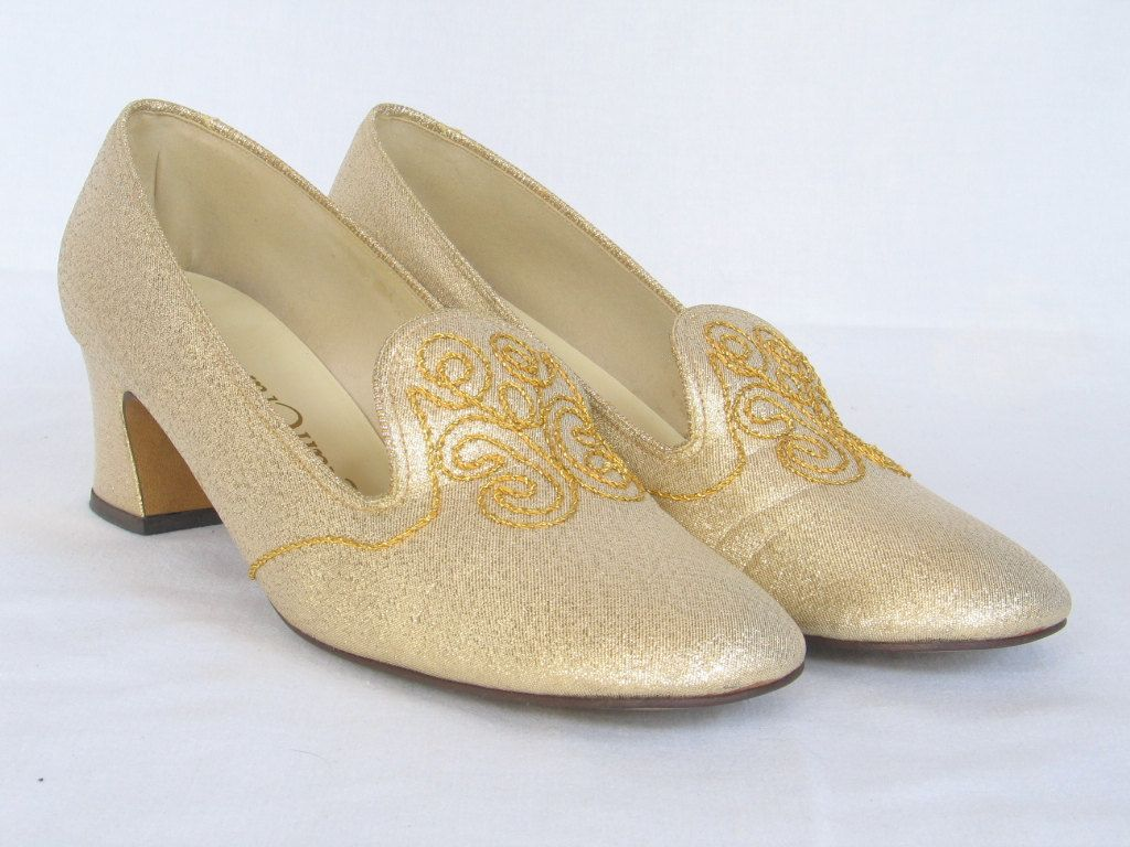 dbe93409e5e72 Vintage Gold Embroidered Evening Shoes Women's size 7 M Pumps 2 ...