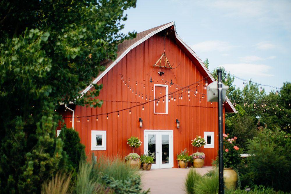 a5b988549f4b80ee7736ff557ef72ca2 - Denver Botanic Gardens Chatfield Farms Wedding