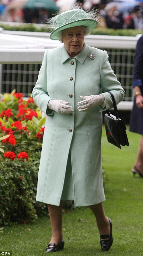 Carole Middleton's comedy turn with the Duke keeps him laughing on Ladies Day at a rainy Royal Ascot #queenshats