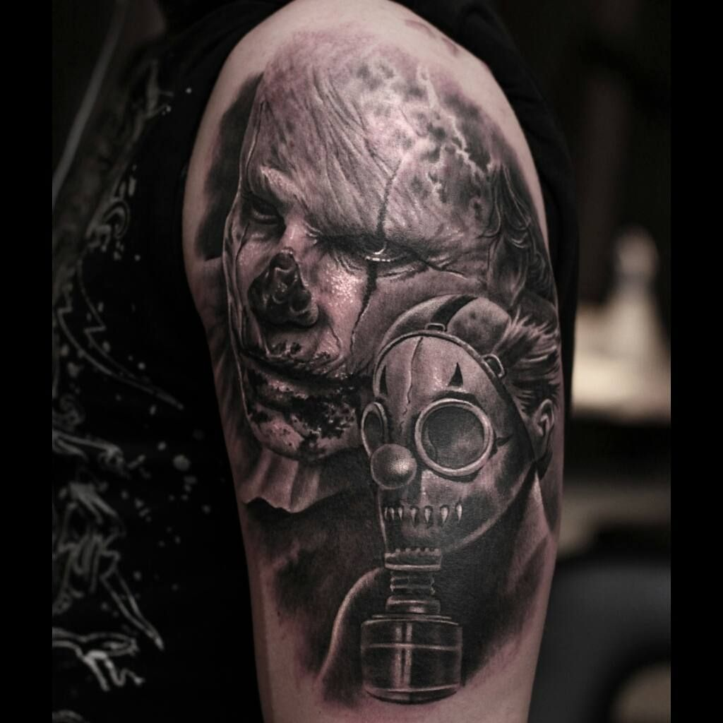 Zombie Apocalypse Tattoo On Shoulder Best Tattoo Ideas Gallery Tatuaje De Horror Bocetos Artisticos Artistas
