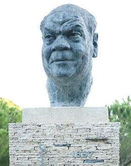 PLEASURE FOR THE EYES : striking statue of Sidney Bechet in Juan les Pins, tribute to an iconic jazz musician who moved permanently to France.