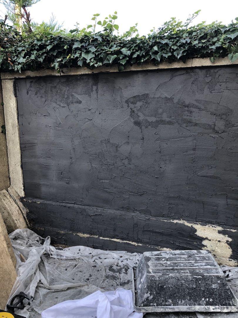Avant Apres Transformer Un Mur Avec Un Enduit Monocouche Colore En 2020 Monocouche Mur En Parpaing Exterieur Gris