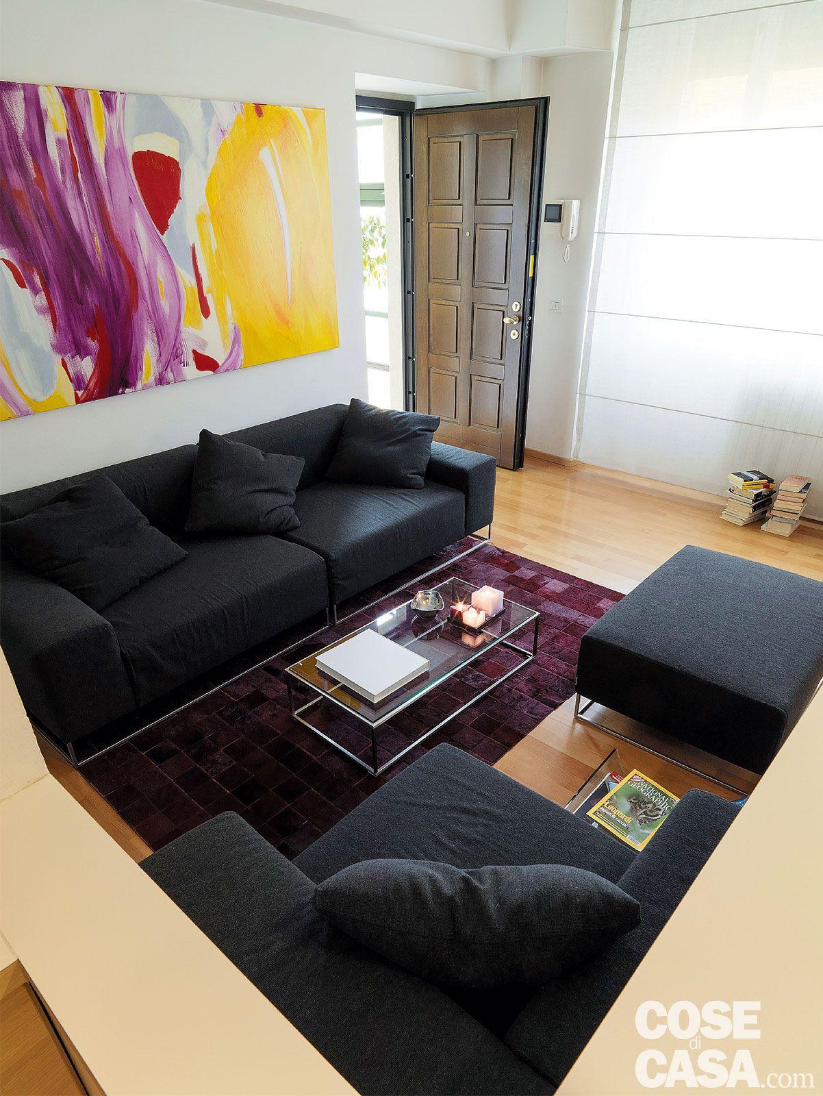 Vetrate scorrevoli dividono gli ambienti nella casa di 85 mq ...
