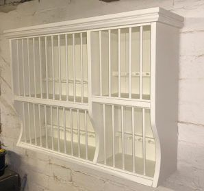 PINE PAINTED OAK PLATE RACK