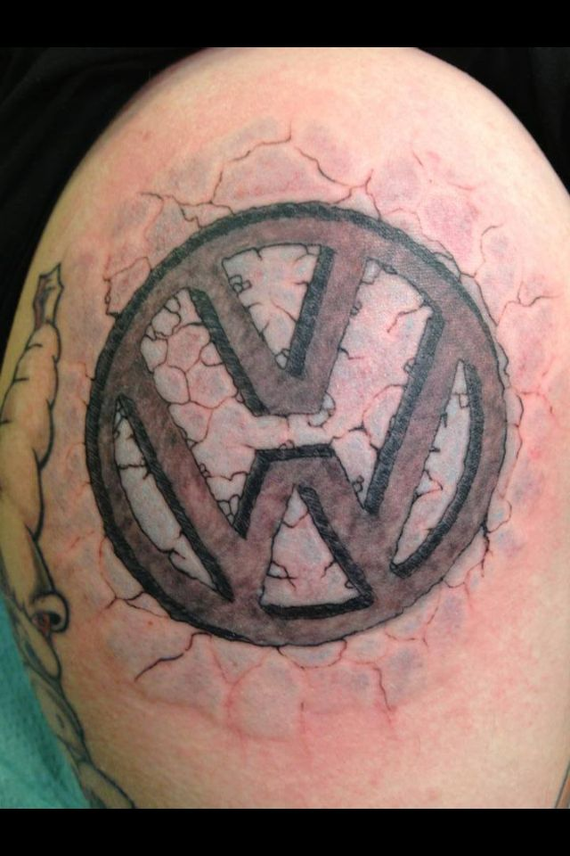 vw tattoo logo cracked das vw tattoos pinterest vw tattoo and tatuajes. Black Bedroom Furniture Sets. Home Design Ideas