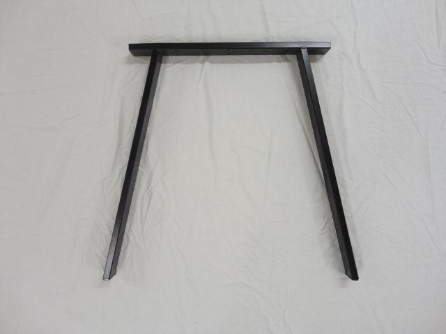Bordben til spisebord i sort lakeret stål. Skråben i 70 cm højde som ...