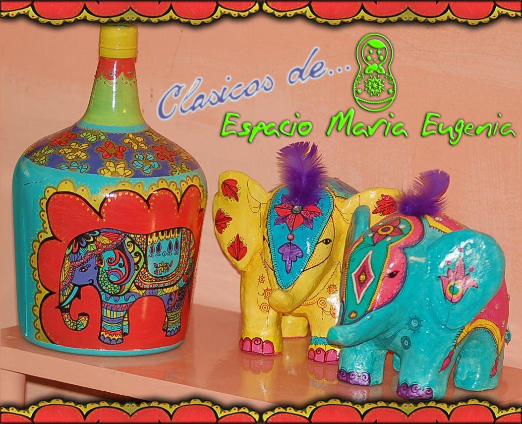 Los elefantes de Espacio María Eugenia Botellón pintado a mano Elefantes de cartapesta