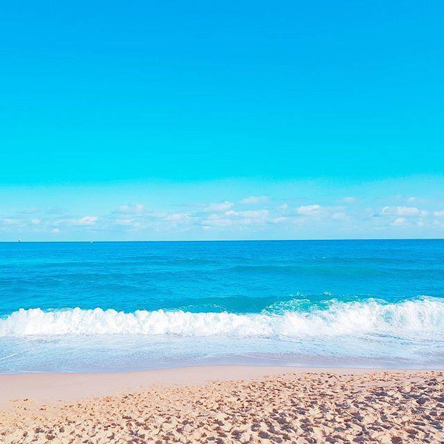 【jiechi_uvu】さんのInstagramをピンしています。 《포트폴리오 만들다가 급 여행사진 보는중👀 바다 좋다🏖 . . #바다 #해변 #동해 #바닷가 #비치 #beach #sea #TRAVEL #travelgram #うみ #海 #うみべ #りょこう》