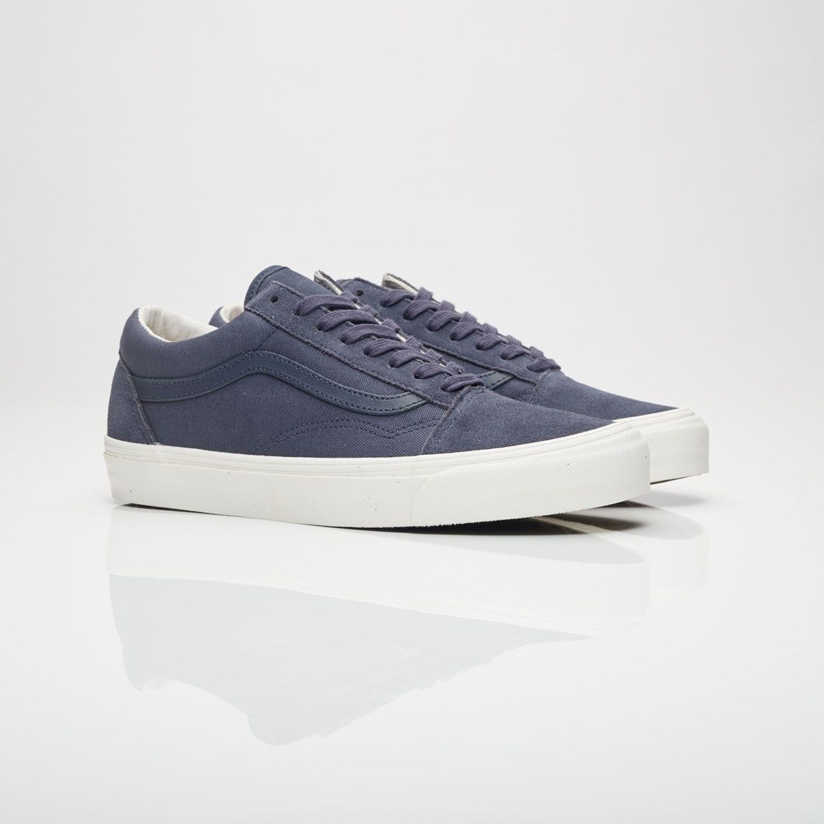 outlet store 7ded4 0edc6 This Vans Vault Old Skool features a Parisian Night blue heavy canvas on  the upper providing