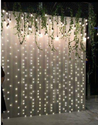 Inspiration für Holzwand Hintergrund Photo Booth auf Hochzeit