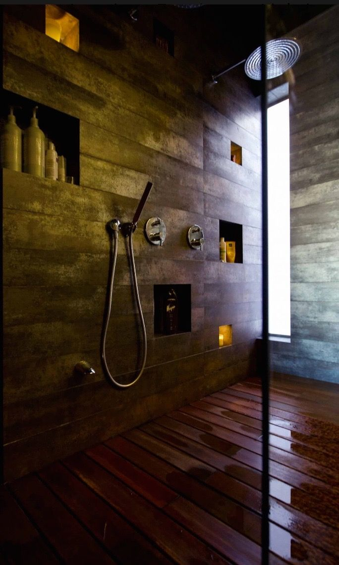 Une salle de bain en bois et ardoise l matériaux tendance l
