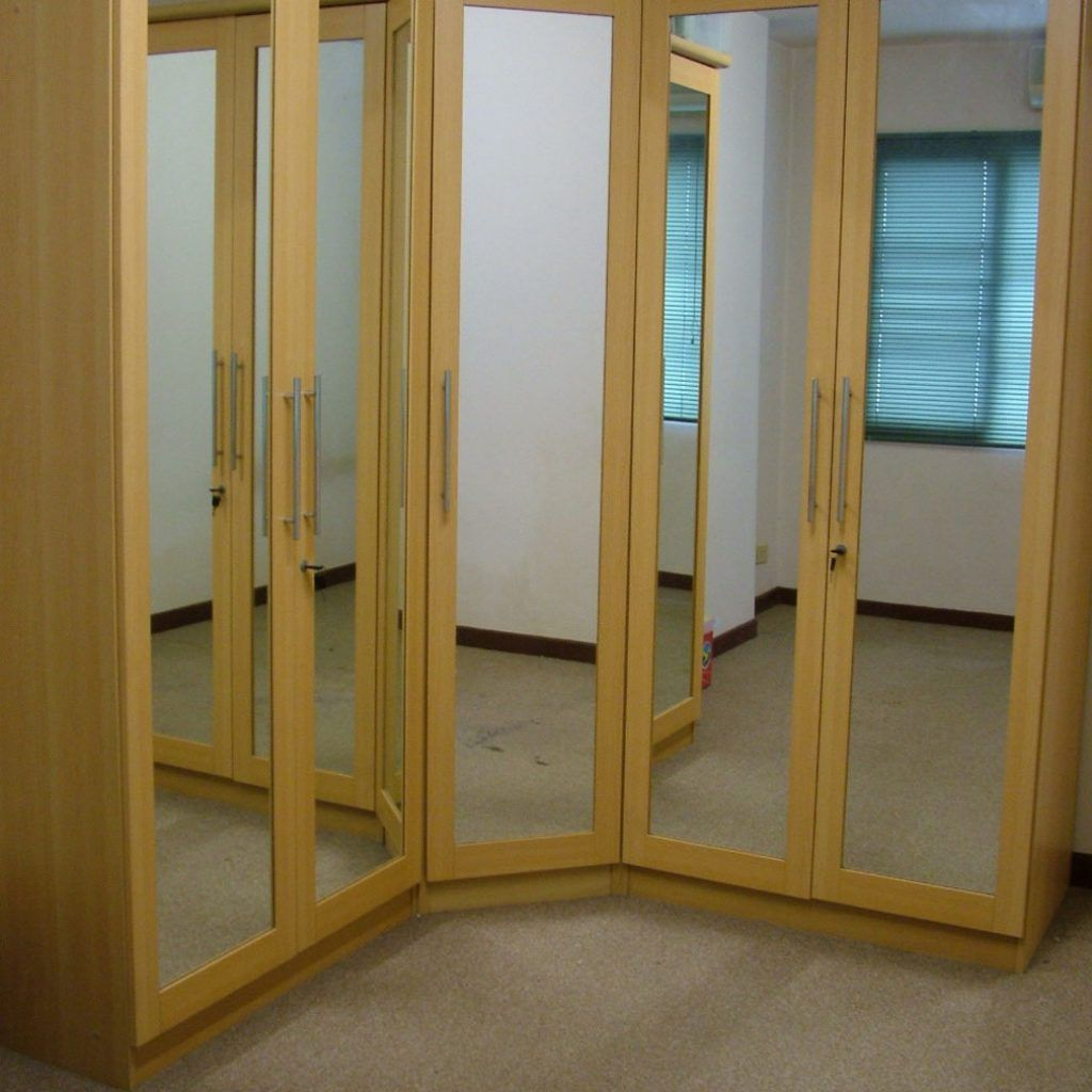 Corner Closets With Doors