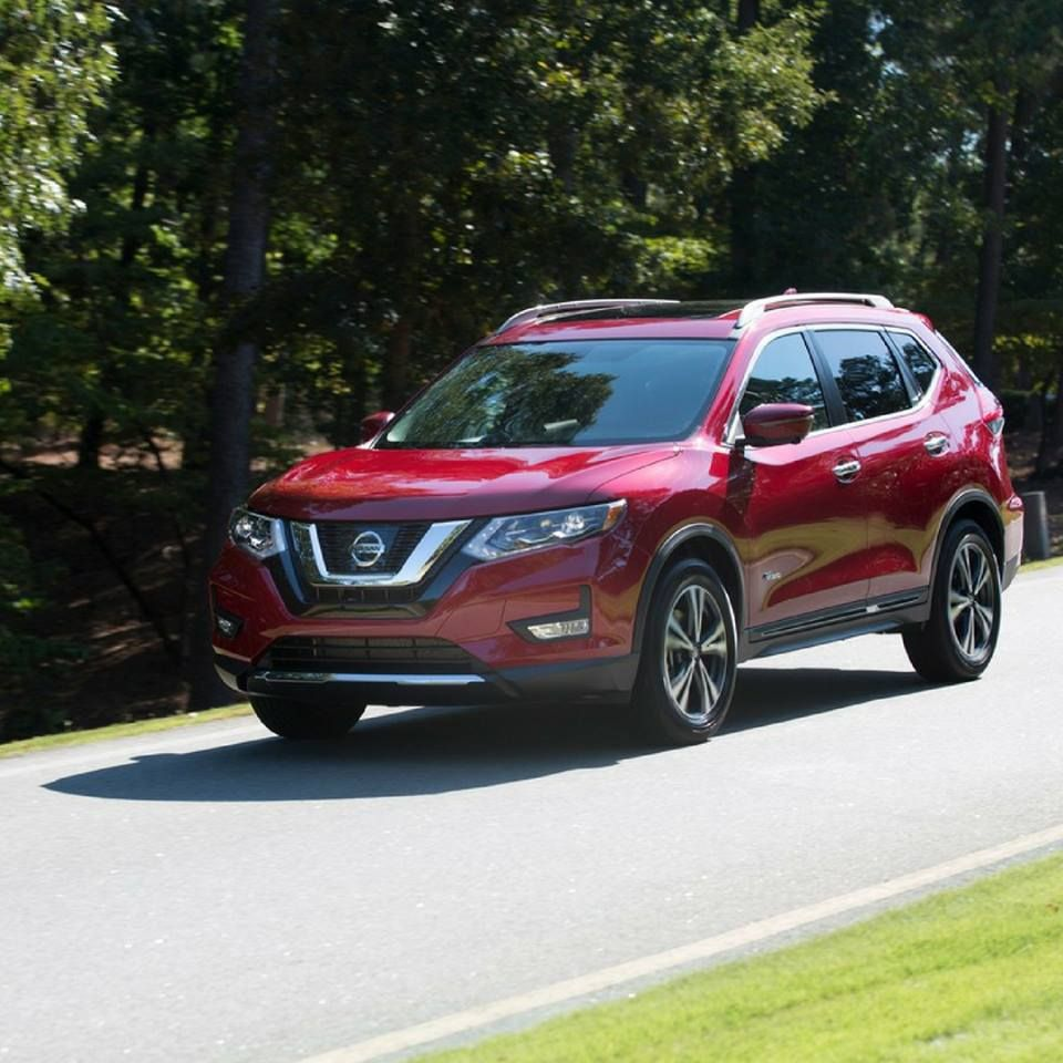 We're loving this red on the Nissan Rogue! Nissan rogue