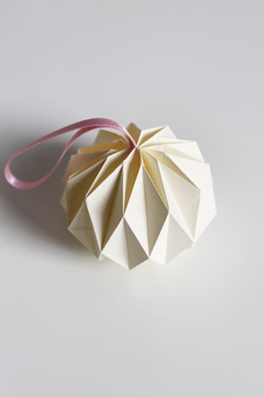 Handmade Holiday: 14 DIY Origami Ornaments | origami ...
