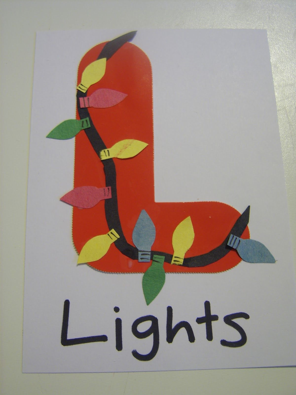 Little Family Fun L is for LIGHTS Preescolar en casa