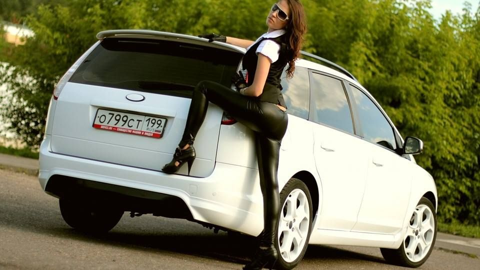 Ford Focus St Mk2 Wagon Station White And Girl Ford Focus St