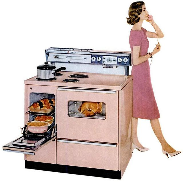 1959 pink General Electric vintage range - look at all that stovetop space..great design!