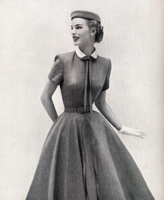 032ca649cdaa7 1950s fashion swing dress with Peter pan collar. | 1950's Fashion in ...