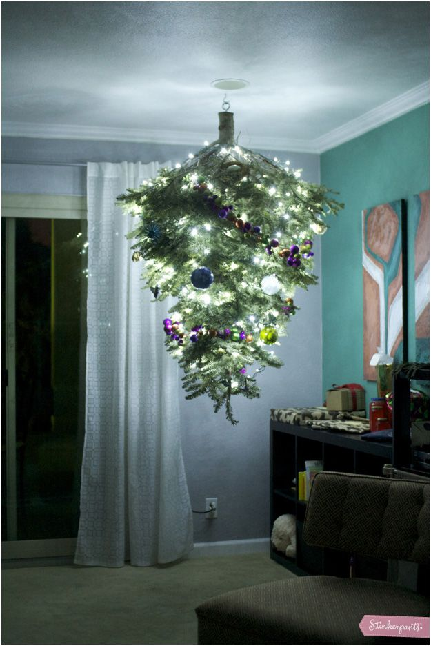 Xmas Tree I Have Been Wanting To Hang Up The Xmas Tree On The Ceiling Someday Christmas Decor Inspiration Chrismukkah Decorations Decor Inspiration Diy