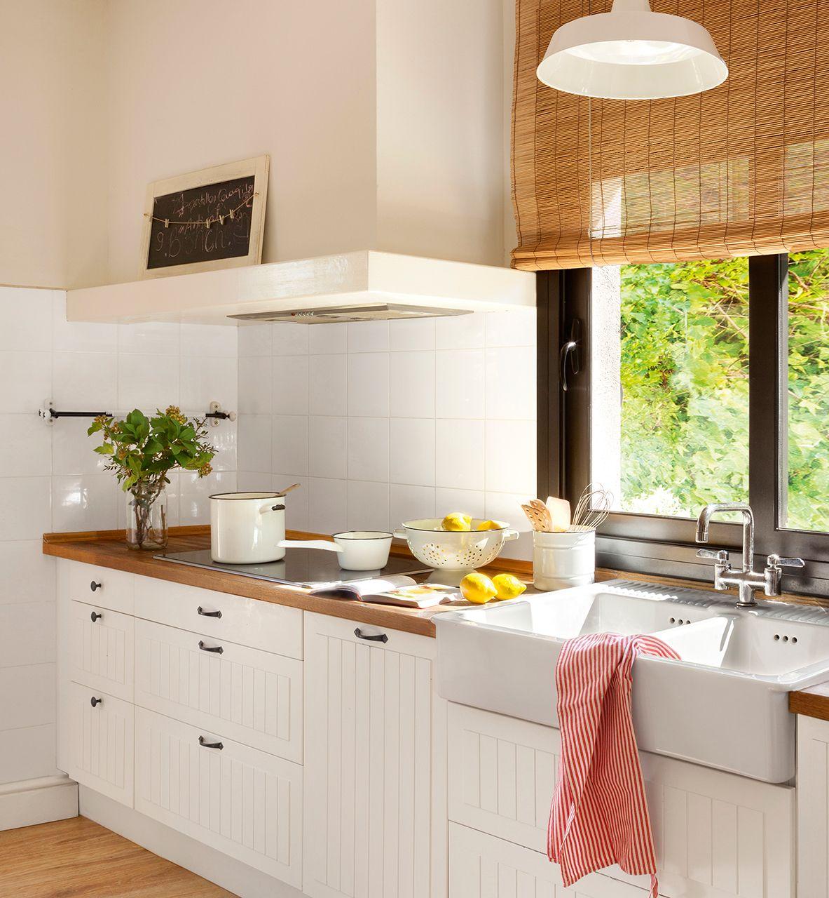 Cocina-office con península y vinoteca insertada | Pantallas de ...