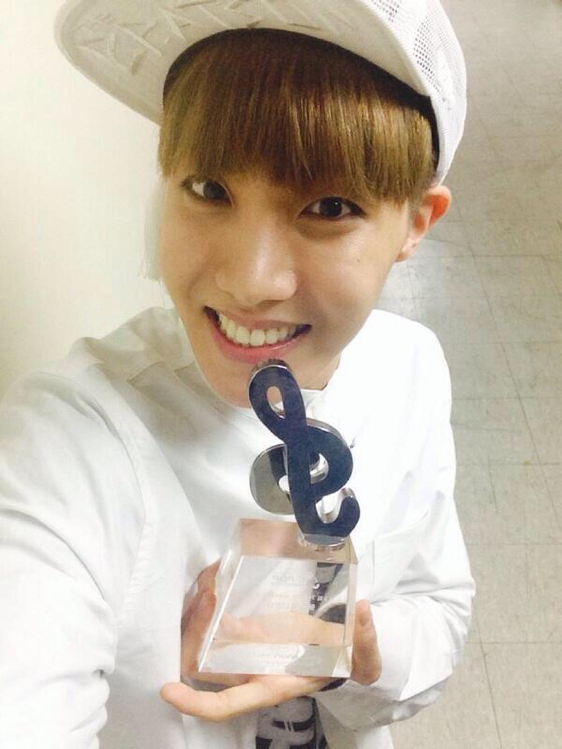 ~ Twitter @BTS_twt ~ ~ posted by: Hoseok ~ ~ day: 12/02/2014 ~ | Jung hoseok, J hope selca, Jung