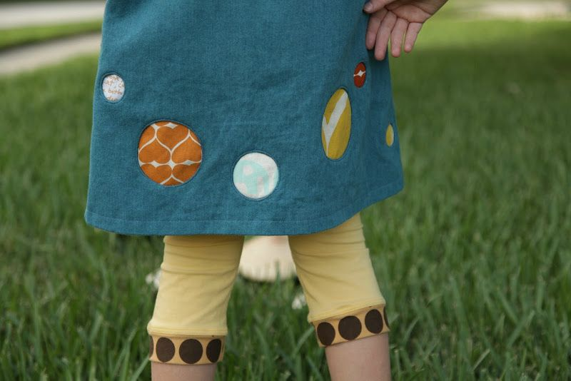 no big dill: OUT Chapter 3: The Book with a Hole - tutorial on how to reverse applique a circle