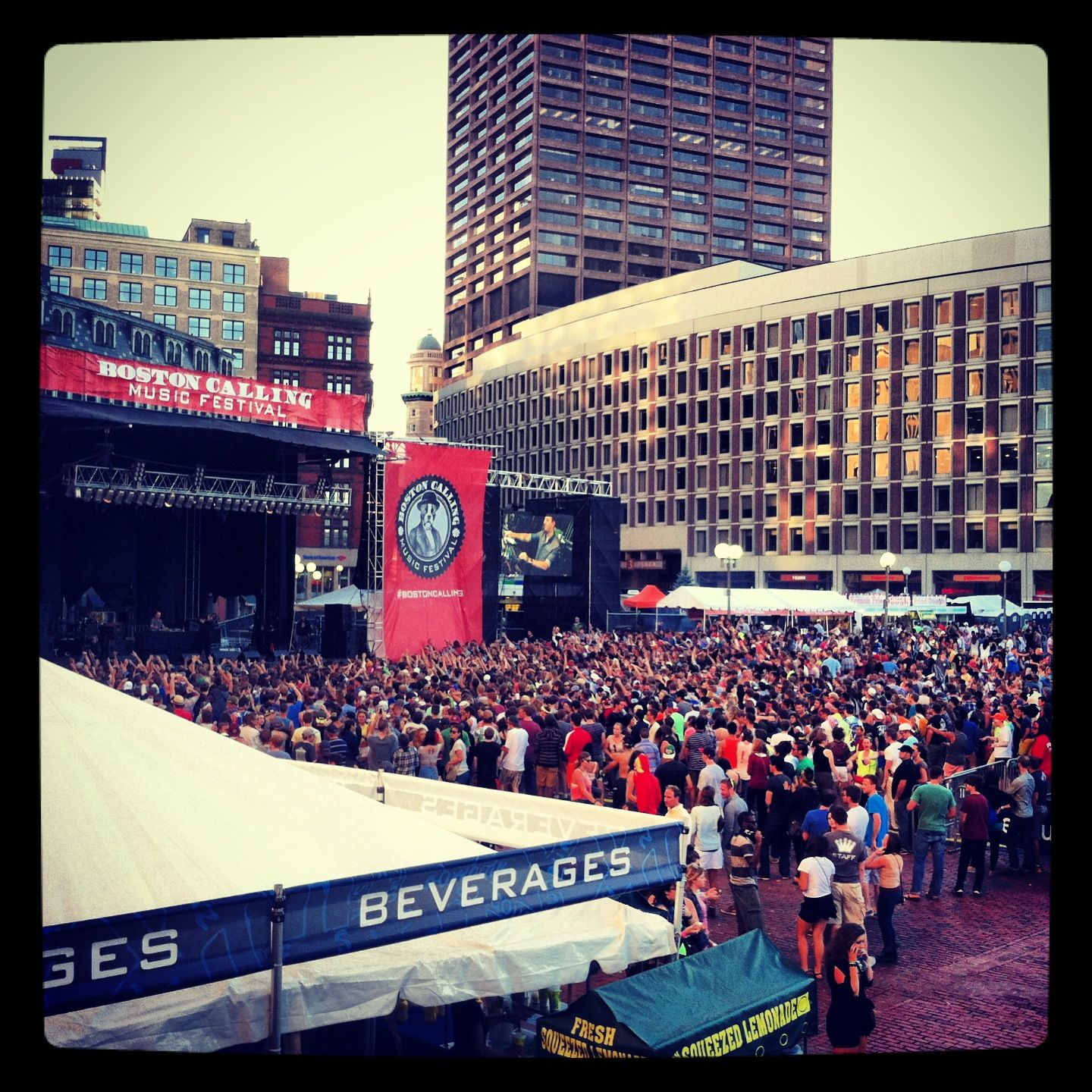 Socially Scene Exclusive... I gotta be doing something right to be so blessed in the city of Boston. VIP and Press access only. #BOSTONCALLING #WhatAGreatHomeIHave #sociallyscene