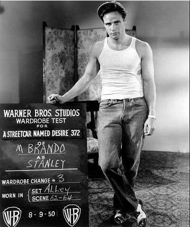 """Behind the scenes  MARLON BRANDO in '""""A Streetcar Named Desire""""(Um Bonde Chamado Desejo),de 1951"""