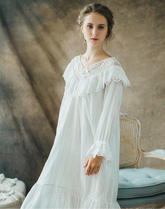 Antique Victorian Nightgown // 19th c White Cotton Nightie