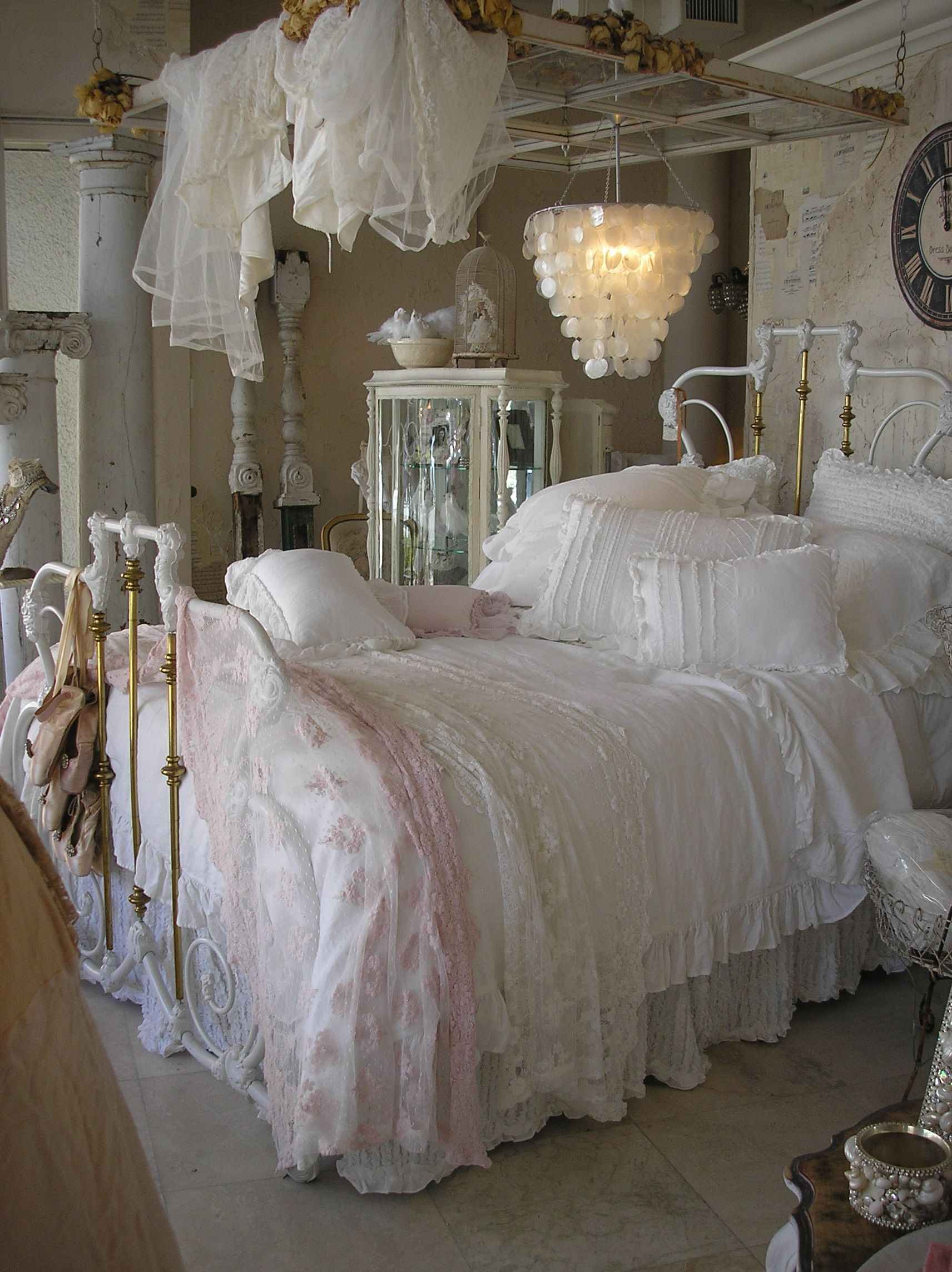 Chambre Style Shabby Chic love this bed | chambre shabby chic, deco chambre