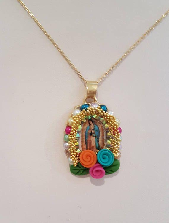 b7c65438c6ac Collar- Colgante de Imagene de Virgen de Guadalupe- Artesanal y Cadena  Chapa de Oro. Collar Religioso. Virgen de Guadalupe.Lady Guadalupe Necklace.